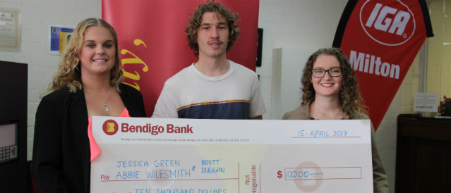 Three people holding a Bendigo Bank novelty cheque.