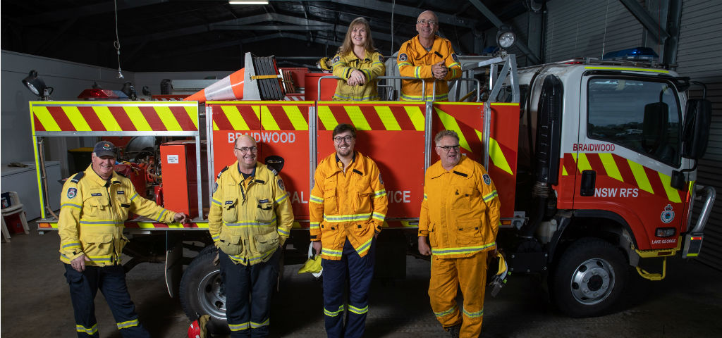 Braidwood RFS team with their fire truck.